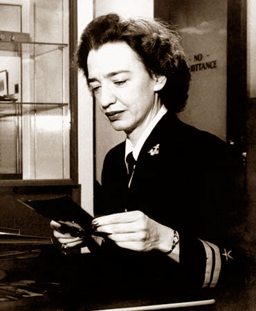 """a biography of grace murray hopper an inventor of the first computer Grace brewster murray hopper was a computer pioneer hopper was the first to refer to a computer problem as a """"grace hopper and the invention of the."""